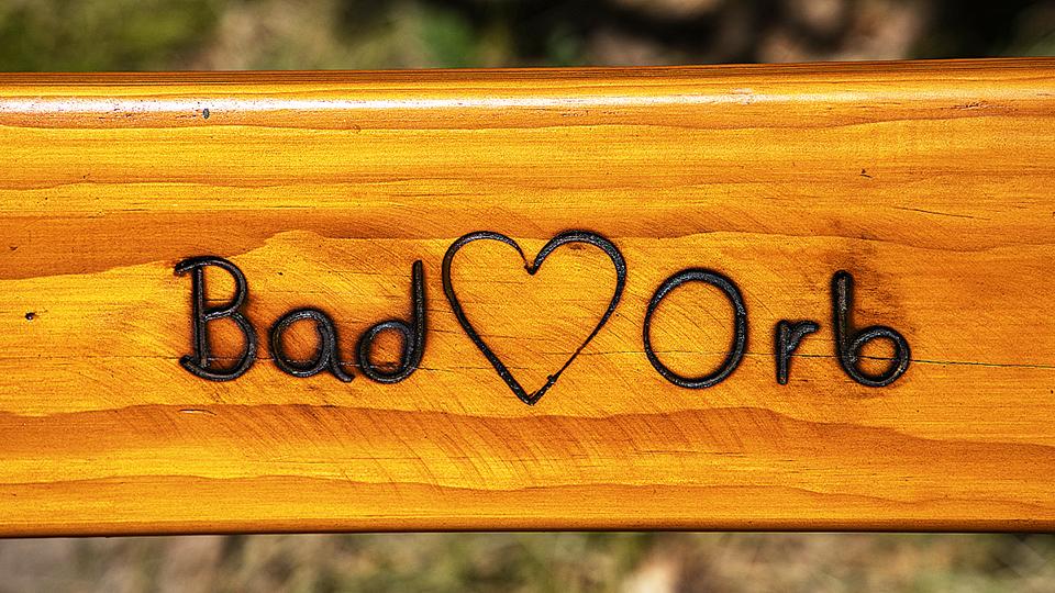 Bad Orb – Stadt entfernt Parkbänke an der Tourist-Information