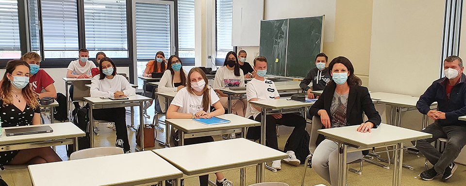 Katja Leikert diskutierte mit SchülerInnen der HOLA