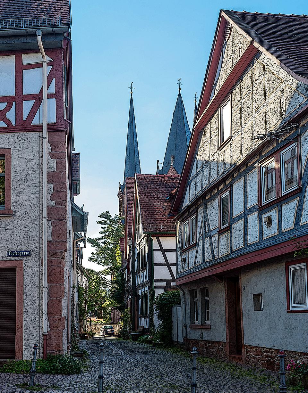 Themenführungen in Gelnhausen: Schwarzseher und die Via Regia